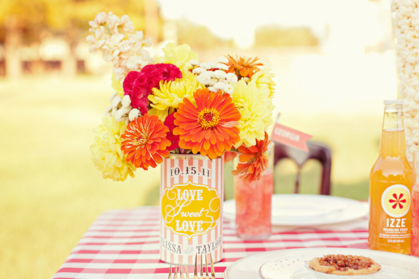 Southern-weddings-Southern-wedding-ideas-dahlia-centerpieces