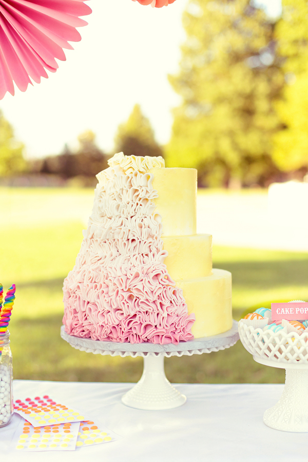 Southern-weddings-Southern-wedding-ideas-ruffled-cake-ombre-wedding-cake
